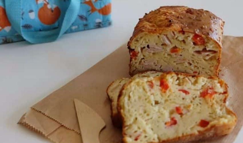 Αλμυρό κέικ με γαλοπούλα, τυριά και πιπεριές – Τέλειο σνακ για το σχολείο