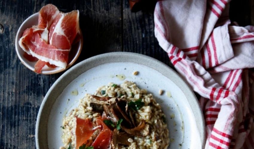 Ριζότο με αποξηραμένα μανιτάρια και προσούτο – Καθημερινή πολυτέλεια