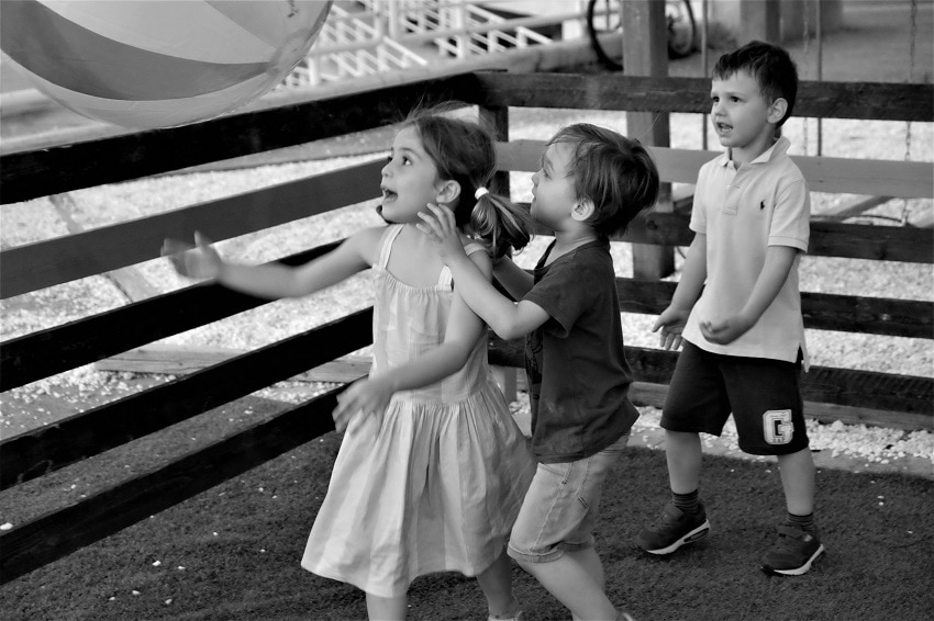 7d0b15f8ec9 Αγόρια vs Κορίτσια. Ή μήπως καλύτερα παιδιά με αγωγή και χωρίς ...
