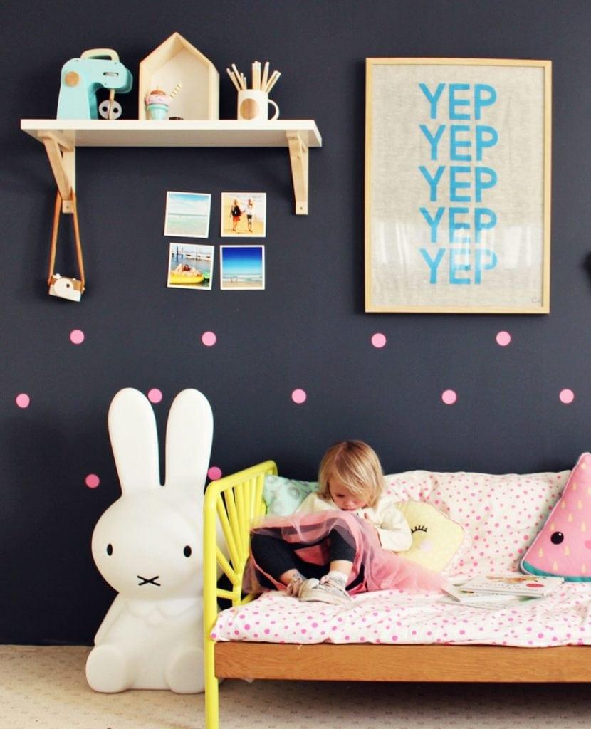 μαύρο χρώμα στο παιδικό δωμάτιο