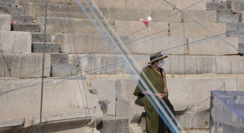 Μια επίσκεψη στον Μικρό θέατρο της Επιδαύρου –  Εικαστική εγκατάσταση «Ιεροί λόγοι / Covid-19»